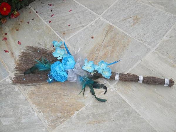 buget wedding flowers jumping broom