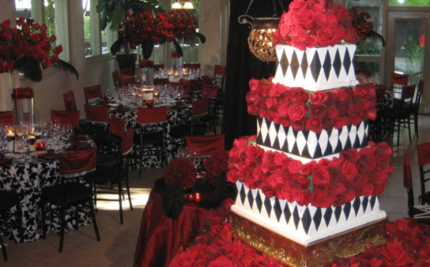 Red black white wedding decorations : The amazing wedding party with red black and white ideas
