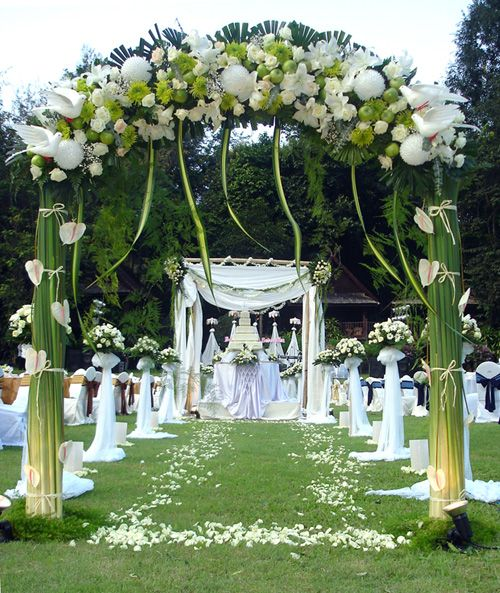 Your wedding arch decorations are the perfect frame for one of your most